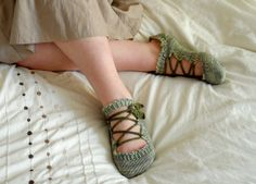 Elven Slippers... I would love my Nana to knit me these ♥
