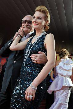 Никита Михалков на открытии фестиваля вручал золотые цепи и цеплялся за актрис (справа — Рената Литвинова)