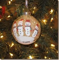 Great Christmas craft for the kids!!! Its so cute, and made from their little hand print!