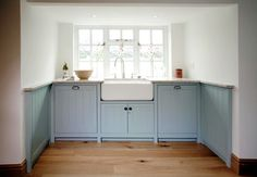 Country Kitchen - traditional - Kitchen - London - Pearce & Co. Woodsmiths. Good colour & like the tongue & groove cupboards