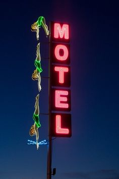 Vintage neon motel sign of divers in bathing suits on Main Street in Mesa, Arizona. A string of motels once lined U. which was co-numbered as U. 80 and U. 89 from Apache Junction to Phoenix. Old Neon Signs, Vintage Neon Signs, Old Signs, Neon Rosa, Retro Signage, Googie, Neon Lighting, Motel, Vintage Images