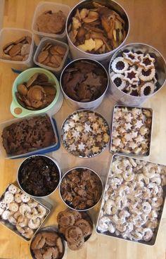Assortment of German Christmas cookies - Deutsche Weihnachtsplätzchen (Butterplätzchen, Schokoplätzchen, Witwenküsse, Spitzbuben, Zitronenschneeflocken, Schokocrossies, Lebkuchen, Vanillekipferl)