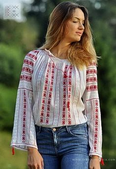 IA the Romanian Blouse. Here you can buy Romanian peasant blouses ie and folk costumes traditional clothes. Worldwide shipping for embroidered Romanian blouse Peasant Blouse, Blouse Dress, Embroidery Dress, Embroidered Blouse, Bohemian Tops, Folk Costume, Blouse Online, Traditional Outfits, Boho Fashion