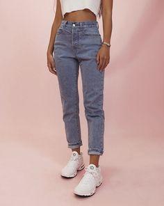Jennifer Lopez Jeans, Mode Outfits, Jean Outfits, Fashion Outfits, Jeans Fashion, Oversized Tshirt Outfit, Plus Size Black Jeans, Jean Moda, New Look Jeans
