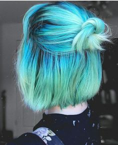 hair inspiration blue Popular Short Blue Hair Ideas in 2019 Short Blue Hair, Purple Hair, Ombre Hair, Short Colorful Hair, Short Hair Colors, Short Dyed Hair, Beautiful Hair Color, Cool Hair Color, Blue Hair Highlights