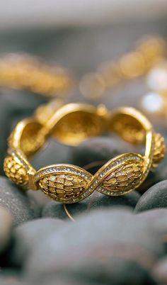 Azva modern gold bangle