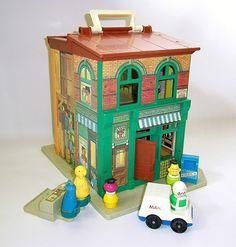 I loved my Sesame Street Fisher Price Toy. Vintage 1974 Fisher Price Sesame Street Apartment by RetroClassics 70s Toys, Retro Toys, Vintage Toys, 90s Childhood, My Childhood Memories, Best Memories, Fisher Price Toys, Vintage Fisher Price, Old School Toys