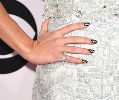 Sarah Hyland, People's Choice Awards Sarah Hyland's black and gold manicure gave off a Gatsby vibe at the People's Choice Awards.