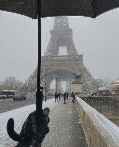 City Aesthetic, Travel Aesthetic, Paris Torre Eiffel, Places To Travel, Places To Visit, Paris 3, Paris Winter, Paris Ville, Dream Vacations