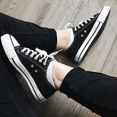 Converse Classic, Black Converse Shoes, Outfits With Converse, Converse Sneakers, Black Shoes, Converse Tumblr, Black And White Converse, Womens Converse Outfit, Converse Logo