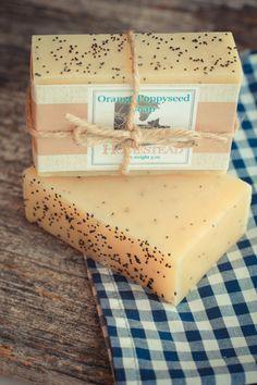 Jabón con aceite esencial de naranja ysemillas de amapola