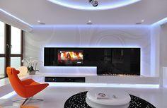 orange Sofa Eleganz weiß schwarz Blumen Buntes Innendesign