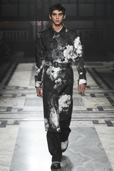 Alexander McQueen Fall 2016 Menswear Fashion Show