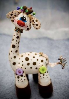 lovely giraffe pattern in Russian , but pictures does explain Clay Projects, Sewing Projects, Giraffe Pattern, How To Make Toys, Fabric Toys, Sewing Dolls, Soft Dolls, Stuffed Animal Patterns, Soft Sculpture