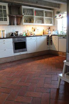 Podłoga w kuchni i przedpokoju