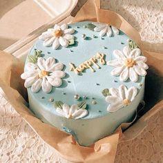 Pretty Birthday Cakes, Pretty Cakes, Beautiful Cakes, Amazing Cakes, Cake Birthday, Birthday Cake Decorating, Birthday Cake Designs, Elegant Birthday Cakes, Cake Decorating Frosting
