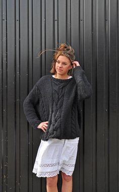 Hoi! Ik heb een geweldige listing op Etsy gevonden: https://www.etsy.com/nl/listing/497813968/hand-knitted-oversized-chucky-soft-black