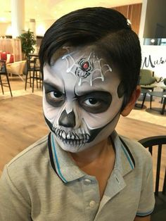 Face painting is always considered a huge hit with boys and girls. There are various easy face painting ideas for boys, which you can choose and try. Zombie Face Paint, Skeleton Face Paint, Sugar Skull Face Paint, Face Paint Makeup, Makeup Art, Skull Painting, Face Painting Designs, Sfx Make-up, Sketch Tattoo Design