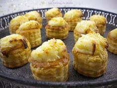 Small cheese bites for aperitif Les Dlices de Mimm Vol Au Vent, Cheese Bites, Hors D'oeuvres, Entrees, Buffet, Sushi, Toast, Bacon, Food And Drink