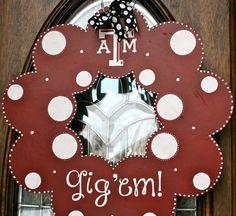 Texas A&M Gig 'Em Wood Wreath Wood Wreath, Couple Gifts, Groom, Texas, Wreaths, Bride, Christmas Ornaments, Holiday Decor, Unique Jewelry
