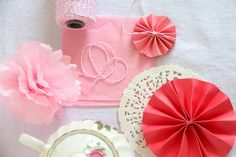 Tissue paper pom-pom DIY! Going to try this for my up and coming Hello Kitty party!! <33