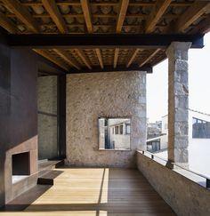 Des-bâtiments-médiévaux-transformés-en-espace-de-vie-contemporaine