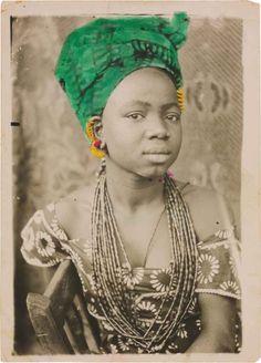 Seydou Keïta - Paris Photo AgendaS Sans titre, 1949-51, Tirage argentique d'époque, 18 x 13 cm, Paris, galerie MAGNIN-A © Seydou Keïta /