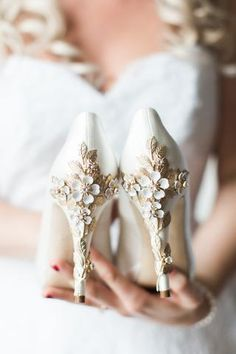 Elegant White Wedding Shoes ★ white wedding shoes high heels vintage floral truegracephoto When you think about your wedding shoes you must take into account white wedding shoes. We collect the most outstanding wedding shoes in the list below. Fancy Shoes, Women's Shoes, Me Too Shoes, Dress Shoes, Shoe Boots, Converse Wedding Shoes, White Wedding Shoes, Wedding Heals, Wedding High Heels