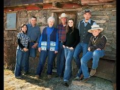 Bundy Family Calls Upon American People To Back Up Oregon Sheriff In Defending Ranchers - YouTube