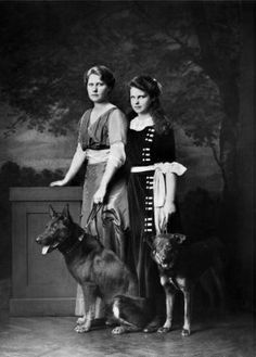 Their Imperial and Royal Highnesses Archduchess Margaretha and Archduchess Maria Antonia of Austria Vintage Photographs, Vintage Images, Sissi, Austrian Empire, Royal Blood, Young Prince, Prince Albert, Rare Pictures, Vintage Dog
