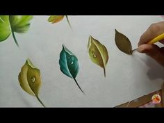 Como Pintar Una Hoja Con Gota De Agua / How to paint a leaf with water drop Watercolor Painting Techniques, Painting Lessons, Painting For Kids, Fabric Painting, Painting On Wood, Watercolor Flowers, Watercolor Art, Fabric Paint Shirt, Fabric Paint Designs