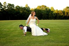 push ups- funny wedding photo