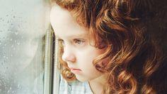 """La psicoterapeuta Victoria Prooday ha scritto un articolo sulla """"tragedia silenziosa che sta colpendo i bambini oggi"""". La colpa è dei genitori e dell'ambiente"""