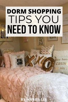 this was so helpful!!! i had no idea where to begin when it came to dorm shopping. love these tips! Dorm Room Setup, Dorm Room Layouts, Boho Dorm Room, Dorm Room Designs, College Bedding, College Dorm Rooms, College Dorm Organization, College Hacks, College Life