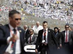 Papa Francisco concluye visita a Egipto