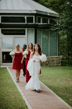Click to get more photos from this Umlauf Sculpture Garden Wedding // Summer Wedding // Austin Wedding Venue // Umlauf Sculpture Garden Wedding Photography // Texas Wedding Photographer // Austin Wedding Photographer // Austin Wedding Photography // Umlauf Sculpture Garden Wedding Photographer