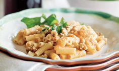 Massa com tomate, simples e saborosa! Experimente colocar tofu, miolo de noz e alho-francês.