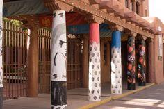 Autour de la plaza - Santa Fe - colonnes du musées des Amérindiens