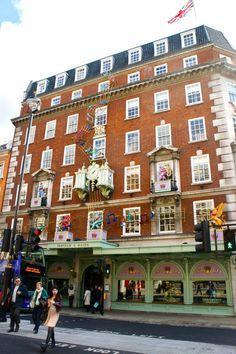 Fortnum & Mason é uma instituição em Londres. Uma loja de comes e bebes excepcionalmente linda!