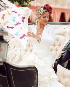 Spanish Woman, Lace Wedding, Wedding Dresses, Lady, Hair Styles, Instagram Posts, Weddings, Fashion, Carnival