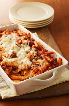 Low Unwanted Fat Cooking For Weightloss With Plenty Of Hearty Beef, Gooey Cheese And Bubbly Pasta Sauce, This Freezer-Friendly Pasta Bake Is One Of Those Satisfying, Borderline-Magical Meals That Never Seems To End Pasta With Meat Sauce, Pasta Sauce, Beef Pasta, Baked Penne Pasta, Penne Pasta Recipes, Pasta Dishes, Meat Recipes, Cooking Recipes, Yummy Recipes