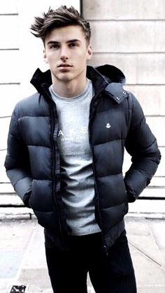 fall fashion inspiration with a navy puffer jacket gray t-shirt black denim. Mens Puffer Jackets, Winter Outfits Men, Ootd Winter, Mens Fall, Mantel, Mens Fashion, Fall Fashion, Style Fashion, Teen Fashion