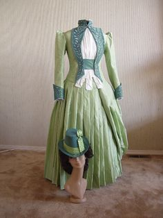 Mina's Green Walking Gown from Bram Stoker's Dracula made by me