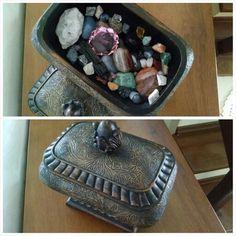 Baú decorativo - pedras brasileiras e cristal de vidro.