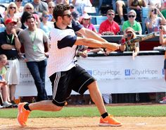 Brett Eldredge! Some well fitting baseball pants would complete this picture!