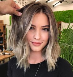 2019 Schönheit kurze blonde Perücke - Perruque blonde courte beauté 2019 - And Beauty Blonde Hair With Highlights, Brown Hair Balayage, Brown Blonde Hair, Hair Color Balayage, Blonde Wig, Brunette Balayage Hair Short, Brown To Blonde Hair Before And After, Long Bob Balayage, Blonde Lob Balayage
