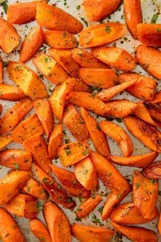Best Oven Roasted Carrots Recipe - How to Roast Carrots Oven Roasted Carrots, Roasted Vegetables, How To Roast Carrots, Cooking Carrots In Oven, Root Veggies, Glazed Carrots, Roasted Salmon, Roasted Potatoes, Carrot Fries