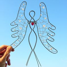 Dekorácie - anjel strážny 24cm - 5507732_ Wire Crafts, Diy And Crafts, Arts And Crafts, Wire Wall Art, Beaded Angels, Angel Crafts, Christmas Templates, Wire Pendant, Angel Ornaments
