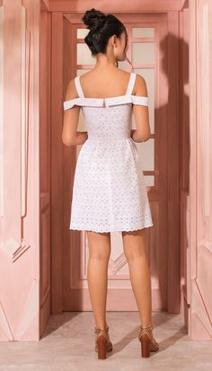 Discover recipes, home ideas, style inspiration and other ideas to try. Cute Dresses, Casual Dresses, Fashion Dresses, Summer Dresses, Vestidos Vintage, Vintage Dresses, Lace Dress, White Dress, Everyday Dresses