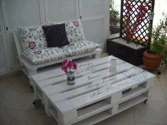 PERFECT - painted wood pallet coffee table with Uppercase Living vinyl wording!  Find YOUR inspiration, here: www.facebook.com/LiveLifeInspired  #uppercaseliving #homedecor #pallet
